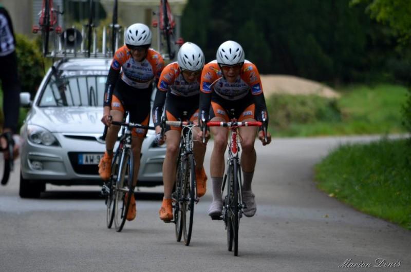 Thomas Denis emmène Nathan André et Alexandre Rio, tandis que Benjamin Duval s'est écarté (photo Marion Denis)