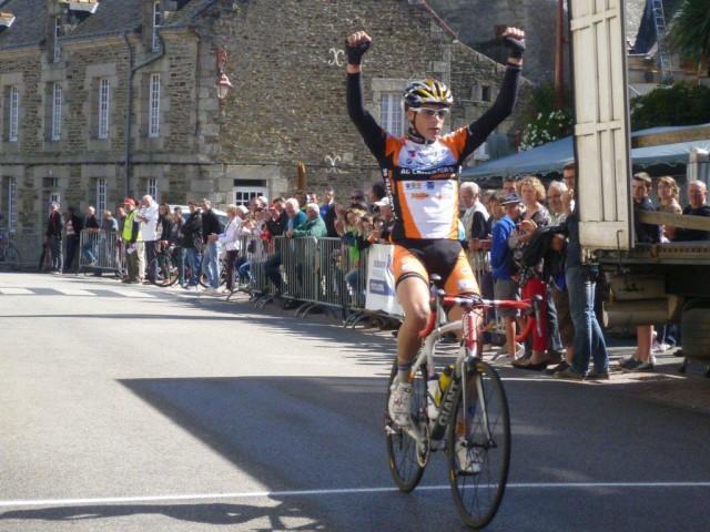 Nouvelle victoire pour Thomas Denis à Pluméliau ! (photo Sportbreizh.com)