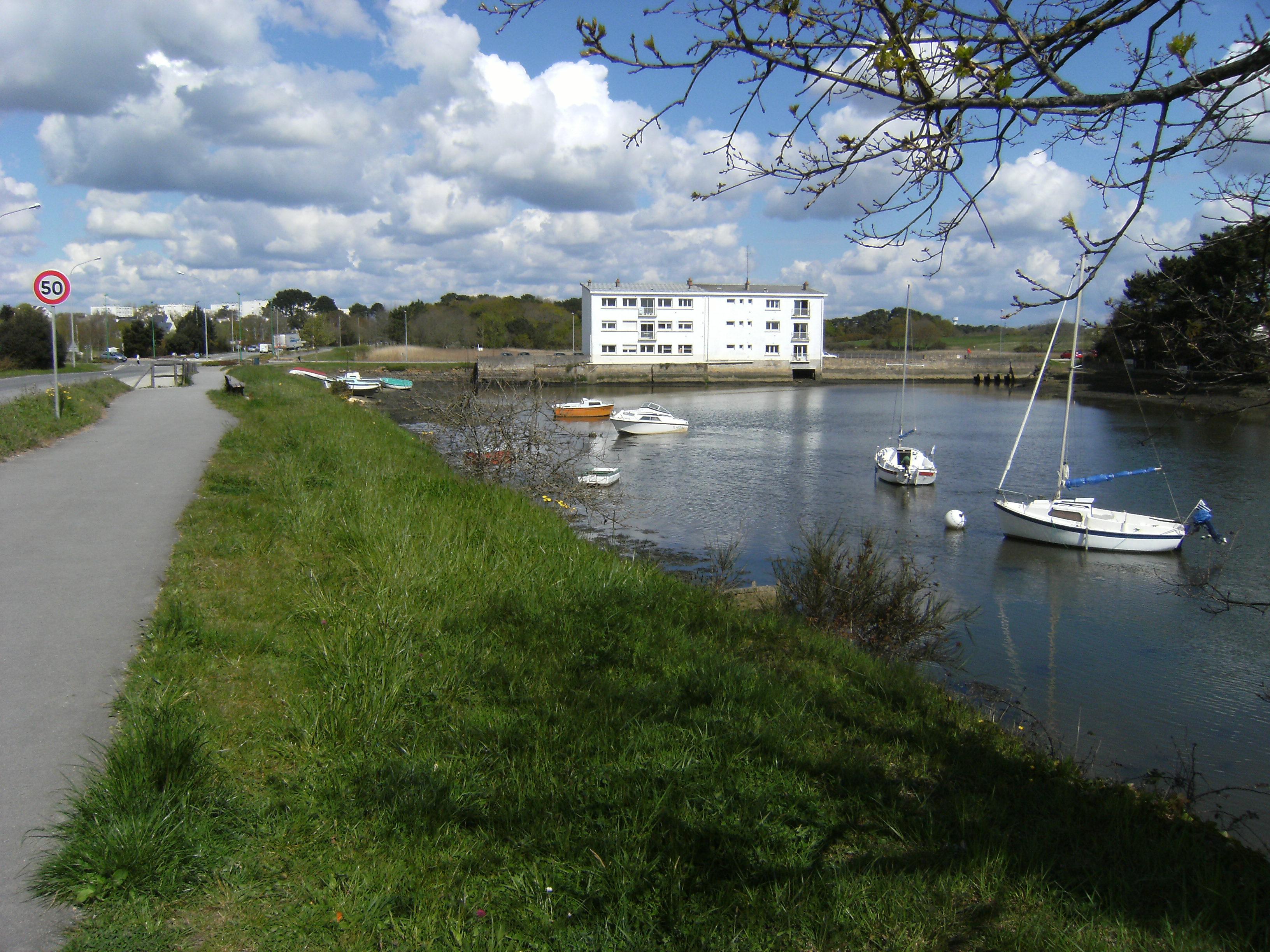 Le circuit longe le Ruisseau du Plessis jusqu'à l'ancien Moulin, mais les coureurs risquent de ne pas avoir le temps d'admirer la vue !